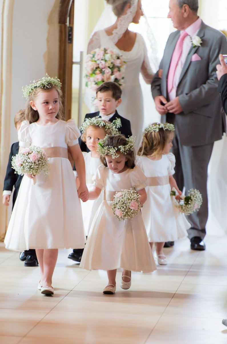 Flowergirls bouquets and flower crowns