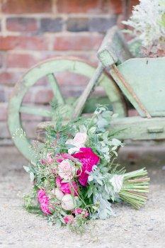 Fresh flower bridal wedding bouquet