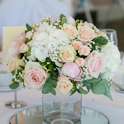 Table centrepiece of a glass vase with fresh flower display